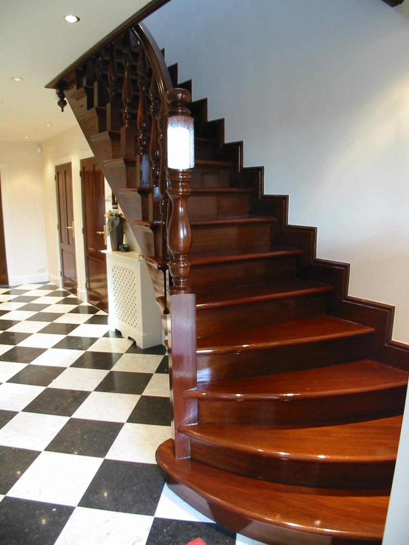 Klassieke houtentrap met onderkwart for Trap onderkwart