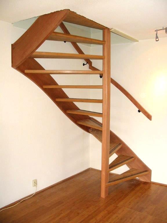 Moderne houten trap met kwartslag zdt02 - Moderne trap kwartslag ...