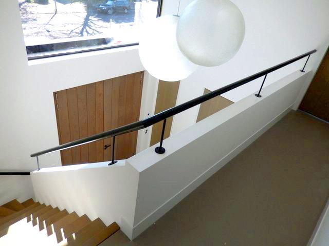 Moderne houten trap st49 for Houten vaste trap