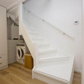 Houten trap - Witte houten trap ...