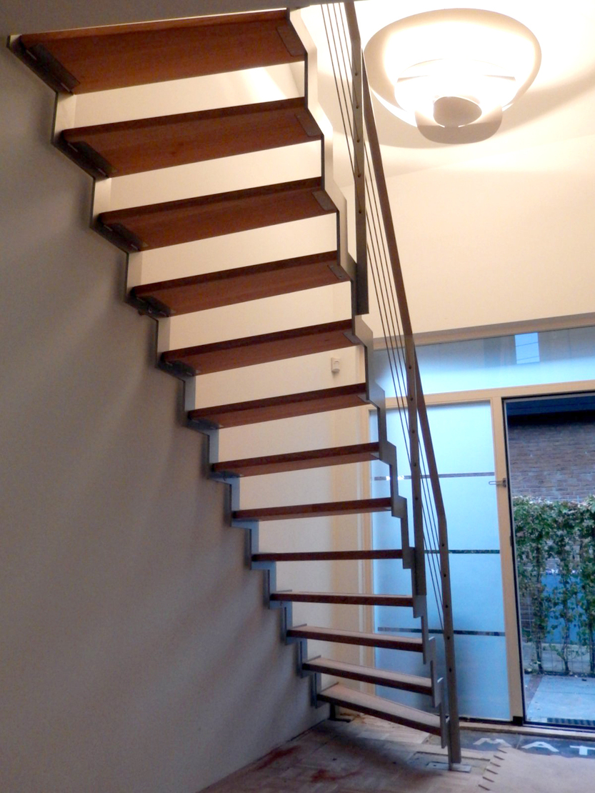 Stalen traphek met rvs spankabels bal42 for Stalen draaitrap