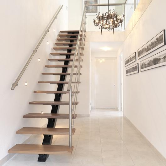 Moderne trap met rvs leuning mdb22 - Moderne buitentrap ...