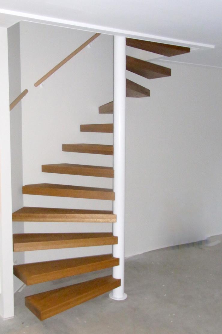 Wit stalen spiltrap met houten treden swt70 for Stalen draaitrap