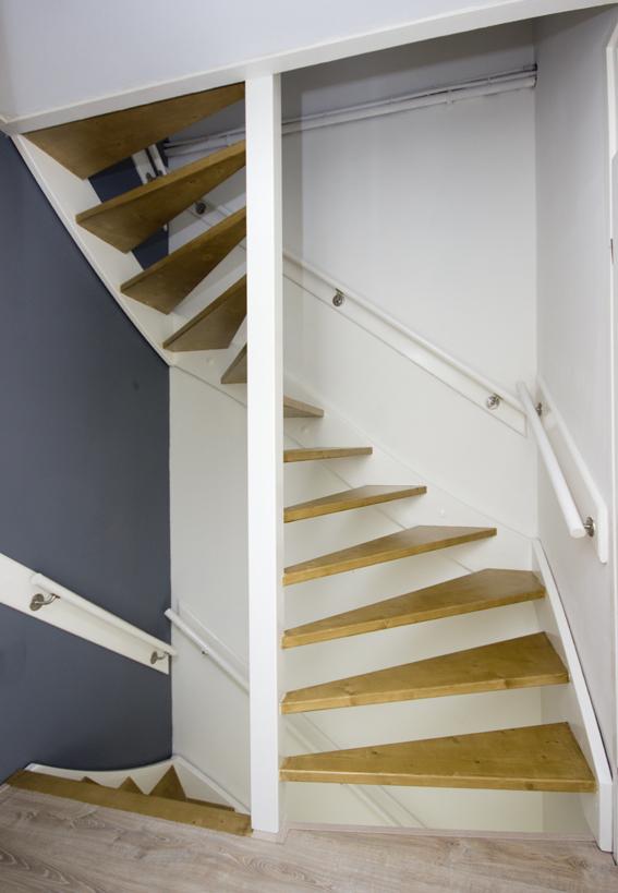 Moderne houten trap met open treden st66 - Moderne houten trap ...