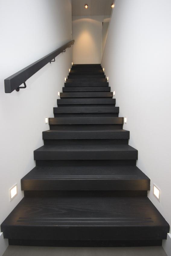 Moderne strakke houten trap st69 - Moderne houten trap ...