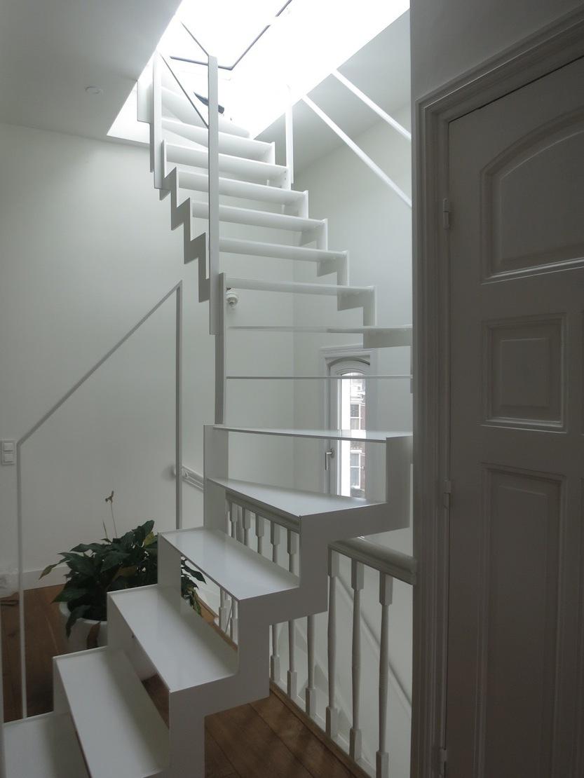 Stalen trap gemaakt van stripstaal for Stalen draaitrap